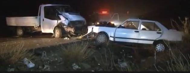 Ankara'da Lise Öğrencilerinin Kullandığı Otomobil Kamyonetle Çarpıştı! 2 Ölü, 4 Yaralı