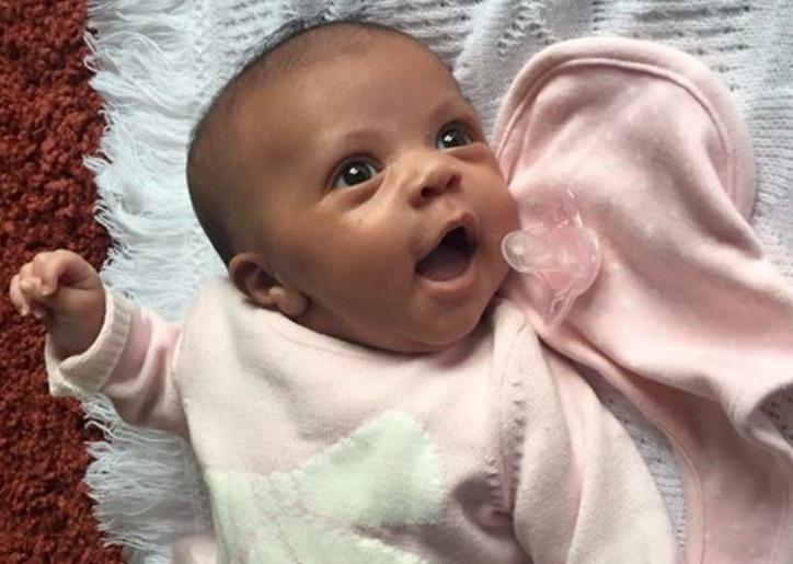 Doktorlar Şok Oldu, Mide Krampı Diye Hastaneye Giden Kadın Hamile Olduğunu Öğrenip Üstüne Birde Doğum Yaptı