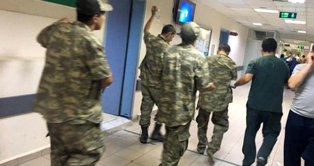 Son Dakika! Antalya'da Çok Sayıda Asker Zehirlenme Şüphesiyle Hastaneye Kaldırıldı
