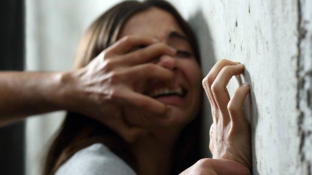 Yıllarca Babasının Cinsel Tacizine Maruz Kalan 17 Yaşındaki Genç Kız Gece Yarısı Karakola Sığındı