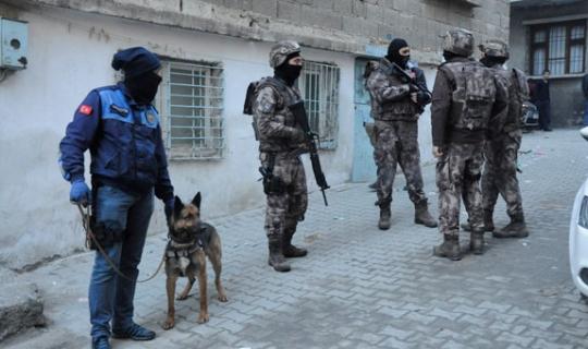 Gaziantep'te Şafak Operasyonu! 200 Polis Katıldı 35 Kilo Esrar Bulundu!