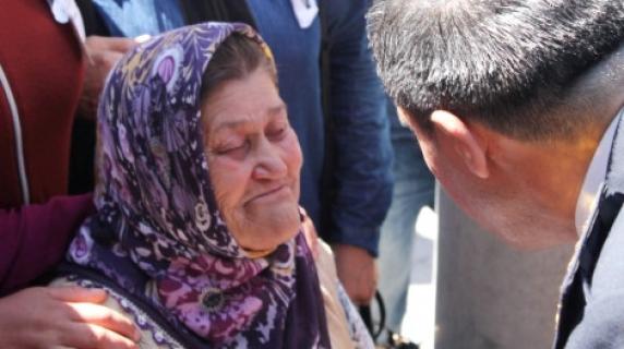 Şehit Astsubay Ömer Halisdemir'in Annesi Aniden Rahatsızlanarak Hayatını Kaybetti!
