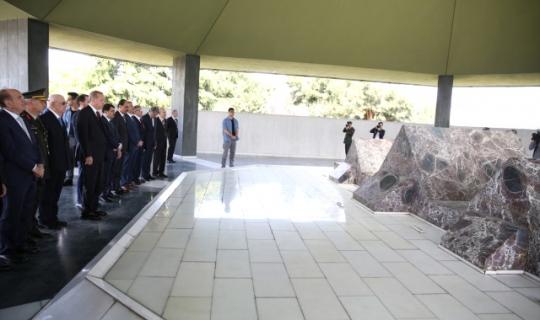 Cumhurbaşkanı Erdoğan, Adnan Menderes'in Anıt Mezarının Yıprandığını Görünce Yenilenmesi Talimatını Verdi!