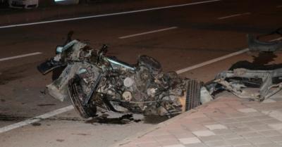 Adana'da Korkunç Kaza! Otomobil İkiye Ayrıldı: 5 Kişi Yaralandı