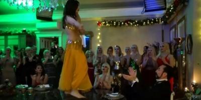 Adnan Oktar Ve Kedicikleri Yılbaşına Dansöz Oynatarak Girdi