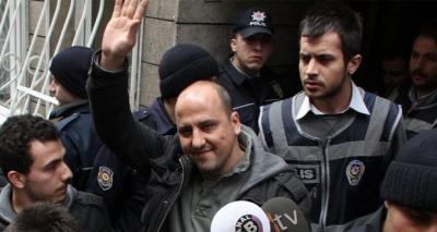 """Ahmet Şık'tan Sert Savunma! """"Cumhuriyet'ten FETÖ Çıkartmaya Çalışıyorsunuz"""""""