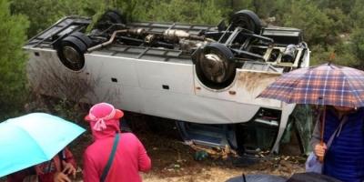 Antalya'da Tur Midibüsü Devrildi! 1 Kişi Öldü, 17 Kişi Yaralandı