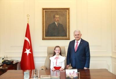 Başbakanlık Koltuğuna Oturan Son Çocuk Başbakan! Çocuk Başbakan Esma, Erken Seçim Sorusuna Yanıt Verdi!