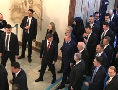 Buzlar Eridi! Erdoğan ve Davutoğlu, Ak Parti Grubuna Birlikte Geldi