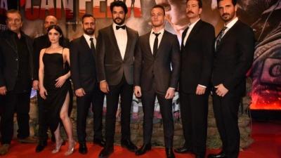 'Can Feda' Filminin Galasına Oyuncu Melike İpek Yalova'nın Bacak Dekoltesi Damga Vurdu