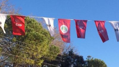 CHP Bayraklarının Arasına HDP Bayrağı Asıldı! İlk Açıklama CHP'den Yapıldı
