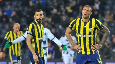 Derbi Öncesi Büyük Şok! Fenerbahçeli Futbolcuya Ve Eşine Tehdit Mesajları Attılar