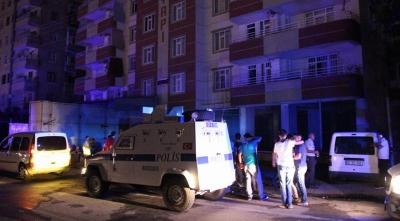 Diyarbakır'da İnanılmaz Olay! Yangını Söndürmeye Giden İtfaiye Erlerine Saldırdılar