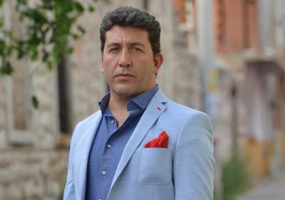 """Emre Kınay'dan Münir Özkul'un Taziyesine Giden Belediye Başkanına Sert Tepki! """"Senin Ne İşin Var Orada"""""""