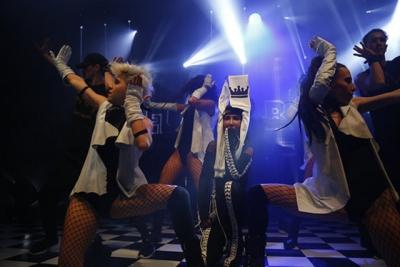 """Hande Yener'e Yılbaşı Konserinde Büyük Şok! """"Bizi Zor Durumda Bırakan Bu Kişilere…"""""""