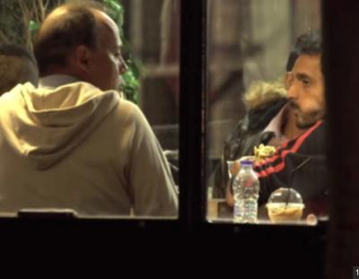 İğrenç Pazarlık! Suriyeli Erkekler Avrupalı Erkeklerle Para Karşılığında...
