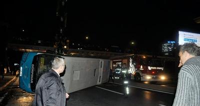 İstanbul'da Yolcu Minibüsü Devrildi! 6 Yaralı