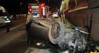 Kadıköy'de Otomobil 10 Metreden E-5'e Uçtu