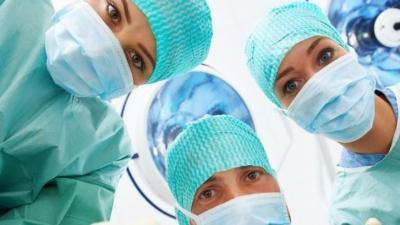 Karın Ağrısıyla Hastaneye Giden Kadının Bağırsağından Çıkan Herkesi Şok Etti