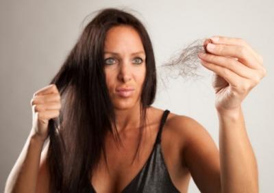 Saç Dökülmesinde Korkunç Tehlike! Dökülen Saçlar Hastalığın Habercisi Mi?