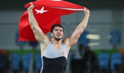 Türkiye'ye Olimpiyat Madalyası Getiren Milli Güreşçi Cenk İldem'e Yol Tartışması Sırasında Silahlı Saldırı!