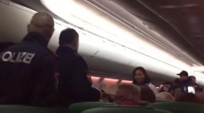 Uçakta Yolcuların Zor Anları! Sürekli Gaz Çıkartan Bir Yolcu Ortalığı Birbirine Kattı