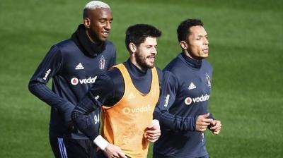 Yıldız Futbolcunun Skandal Anları! Alkollü Ve Sigara Alırken Görüntülendi