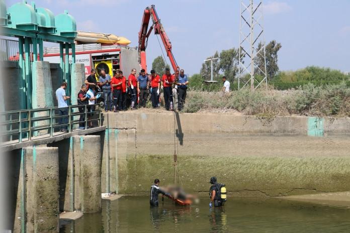 5 Gündür Kayıp Olan Şahsın Cesedi Kanaldan Vinçle Çıkarıldı