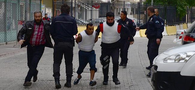 """Adana'da 3 Yaşındaki Çocuğun Tecavüz Sonucu Hayatını Kaybetmesine Tepkiler Çığ Gibi Büyüyor: """"Çocuk İstismarcılarına İdam Gelsin"""", """"İstismar Değil, Cinayet"""" Kampanyaları"""