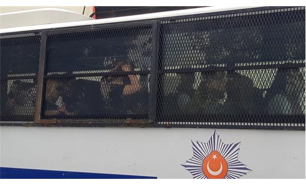 Adnan Oktar'ın 'Kedicikler'i Otobüslerle Cezaevine Götürüldü