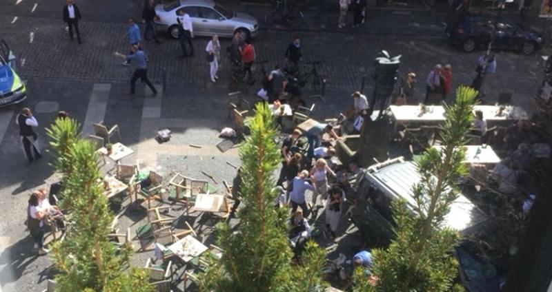 Almanya'da Dehşet Anlar! Kalabalığın Arasına Araç Daldı! 6 Ölü, 30 Yaralı