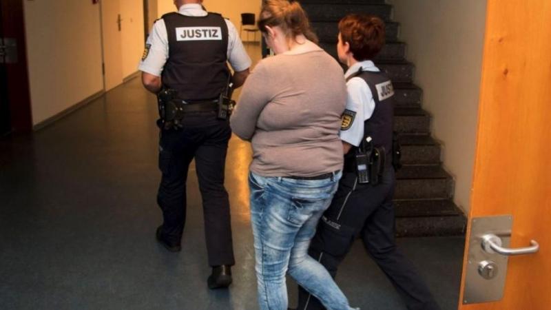 Almanya'da Türk Anne 9 Yaşındaki Çocuğunu Para Karşılığında Pedofillere Sattı