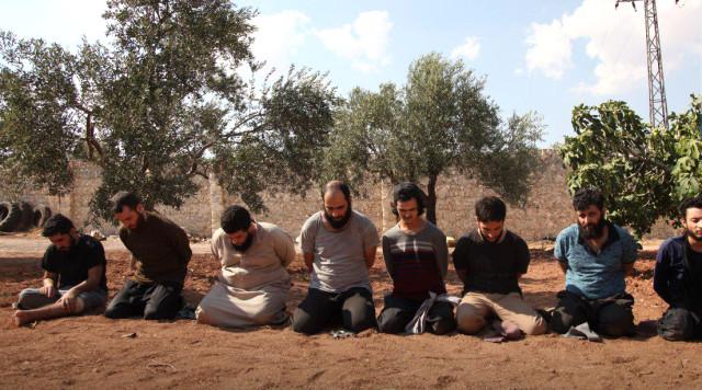 DEAŞ'ın 8 Üst Düzey Yöneticisi Mezarlıkta Kurşuna Dizilerek Öldürüldü