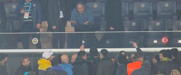 Fenerbahçe'de Kazan Kaynıyor! Mahmut Uslu Taraftarlarla Birbirine Girdi
