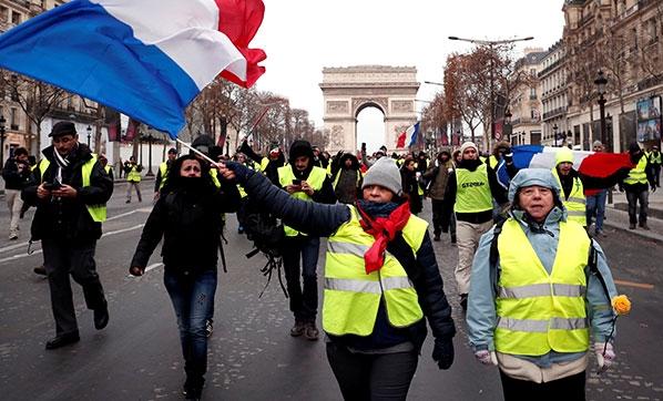 Fransa İyice Karıştı! Çok Sayıda Gözaltı Var