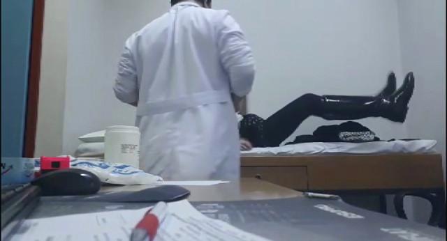 Hastaların Çıplak Görüntülerini Paylaşan Doktor Kendini Böyle Savundu