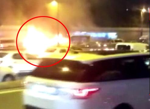 İstanbul Trafiğinin Ortasında Korku Dolu Anlar, Araç Bir Anda Alevler İçinde Kaldı