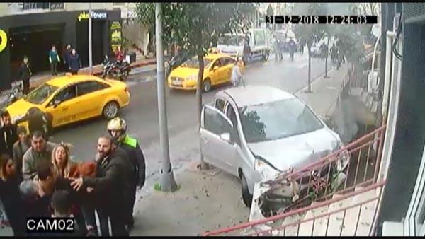 İstanbul'da Kıskanç Koca Dehşeti! Karısını ve Yanındaki Erkeği Dakikalarca Kovaladı