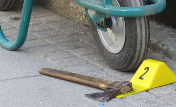 Kadıköy'de Dehşet! Eşime Baktın Diyerek Baltayla Saldırdı