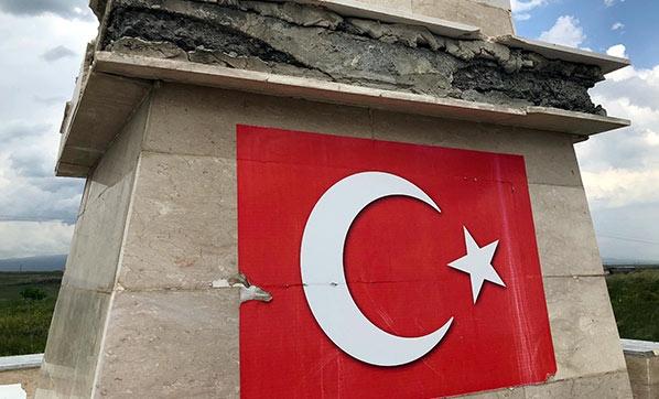 Kars'ta Şehitler Anıtına Çirkin Saldırı