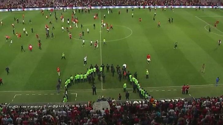 Milli Takımımızın Tunus Karşılaşmasında Skandal Olaylar! Taraftarlar Sahaya Girdi, Ortalık Bir Anda Karıştı