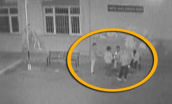 Okul Bahçesinde Şok Eden Manzara! Gençlerin İbretlik Hali Kameralara Yansıdı