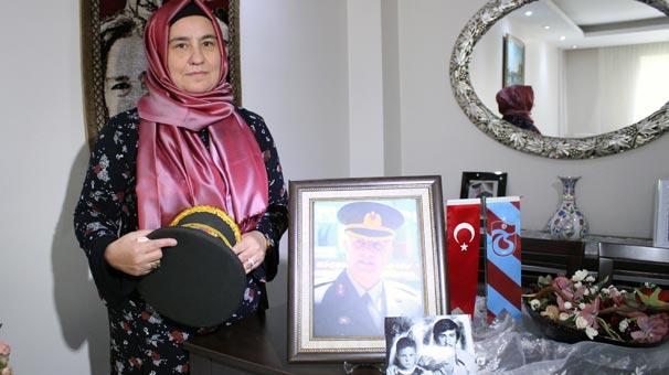 Şehit Binbaşının Eşi Haberi Alınca Evine Türk Bayrağı Astı