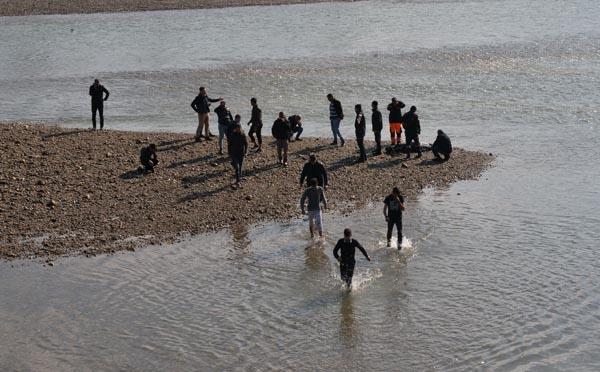 Seyhan Nehri'ne Atlayan Genç Kızın Cesedi Bulundu