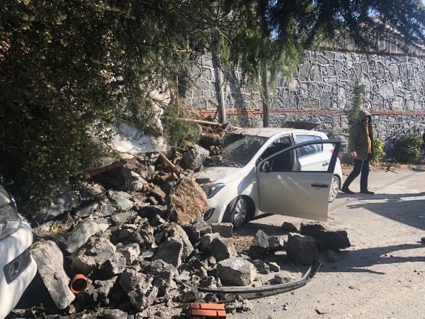 Son Dakika! İstanbul'da İstinat Duvarı Araçların Üstüne Çöktü