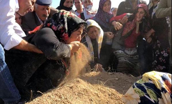 Son Dakika! Sedanur Son Yolculuğuna Uğurlandı, Annesi Avuç Avuç Mezarının Toprağını Yedi