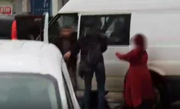 Trafikte Yumruk Yumruğa Yol Verme Kavgası! İki Sürücü de Çılgına Döndü
