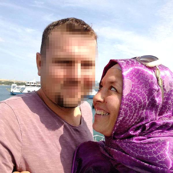 Yer: Edirne! Cep Telefonunda Başka Erkeklerle Mesajlaşırken Yakaladığı Karısını Bıçakla Doğradı