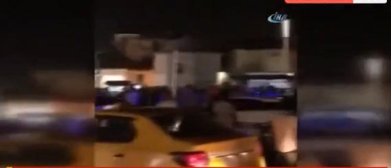 İstanbul'un Göbeği Taksim'de Gece Yarısı Gökten Para Yağdı, İnsanlar Yakalamak İçin Birbirini Ezdi