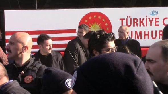 Cumhurbaşkanı Erdoğan'ın Elazığ Konvoyunda Kaza, Erdoğan Müdahale Etti